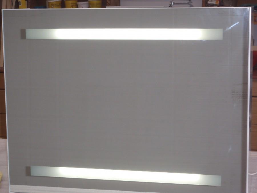 Particolare dello specchio LED 10/12  LUCI E LAMPADE